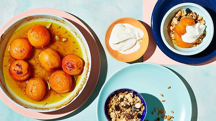 roasted-apricots-with-honey-cardamom-saffron
